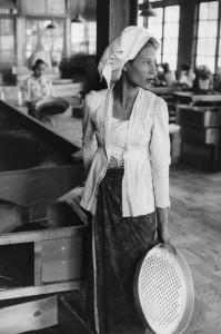 6-indonesie-femme-assiette