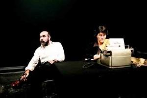 """Amira Hass et Mahmoud Al-Safadi, au Théâtre de la Colline, à Paris, travaillant au texte de """" MurMure """". PHILIPPE BRAULT/ŒIL PUBLIC POUR """" LE MONDE """""""