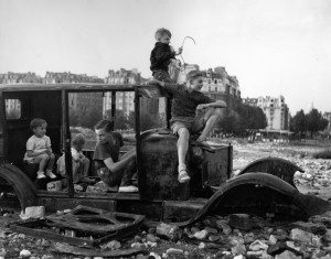 doisneau-la-voiture-fondue-1944