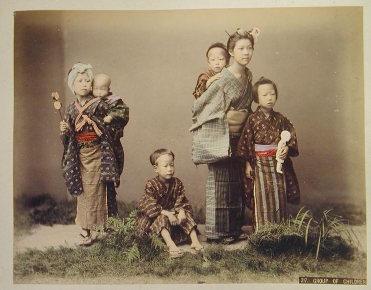 Costumes d'enfants au Musée Guimet-Retour aux sources de la mode