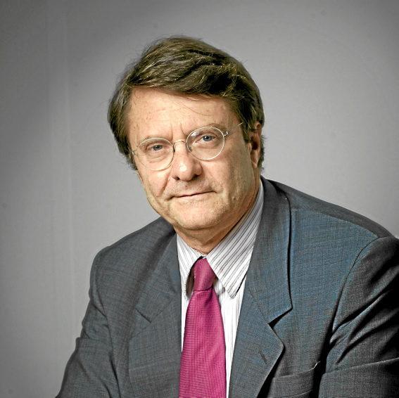 Erik Izraelewicz proposé à la direction du Monde