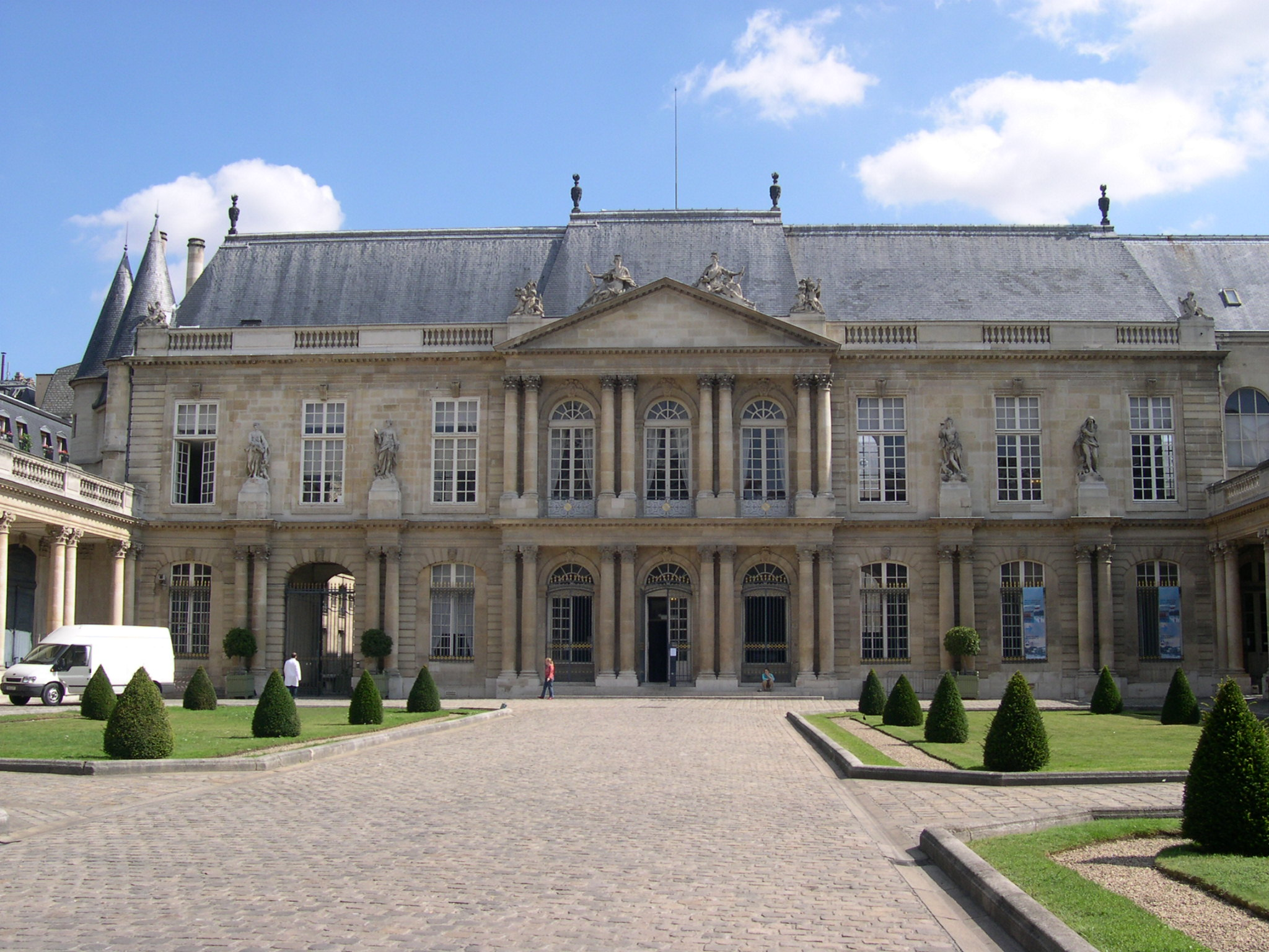 Paris_ArchivesNationales_CourEtFacade