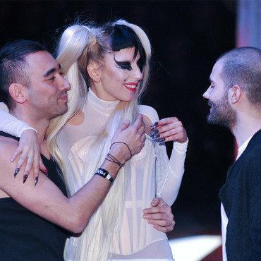 Lady Gaga électrise le défilé Mugler