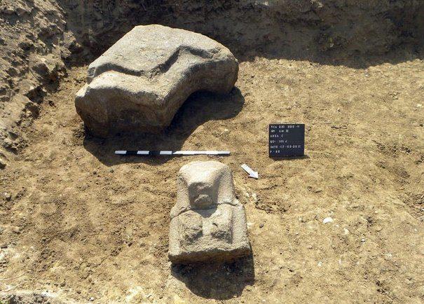 Une statue colossale découverte en Egypte: le pharaon Amenhotep lll
