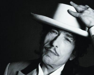 Bob Dylan, légende de la « protest song », au Vietnam pour la première fois