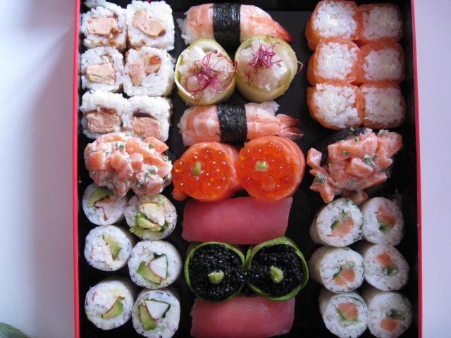 Découvrez le luxe de manger des sushis pour la bonne cause avec la Red Box de Sushi Shop et Kenzo Takada