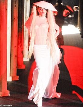 Pas d 39 acheteur pour la robe de lady gaga toutelaculturepas d acheteur pour la robe de lady gaga - Lady gaga on est pas couche ...