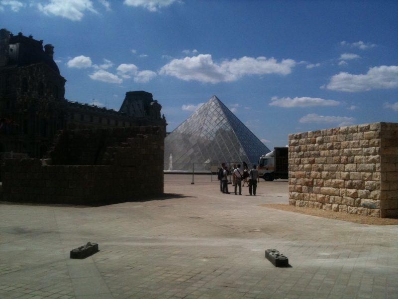 Makom : les lieux de mémoire de Michal Rovner investissent Paris