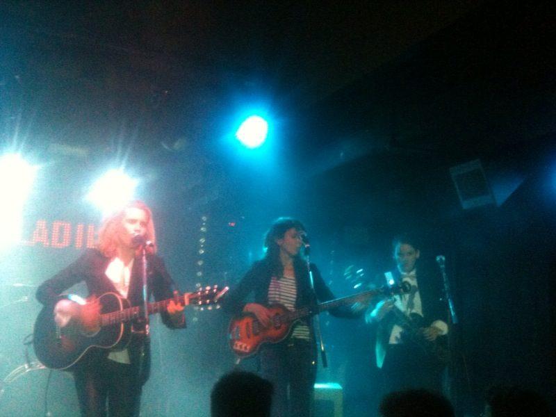 Live Report : la touche garçonne du rock de Theodore, Paul & Gabriel a enchanté le Bus (30/04/11)