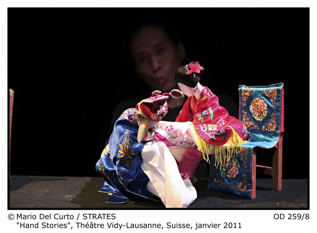 Hand Stories promène ses marionnettes de la Chine Maoïste aux néons de Broadway