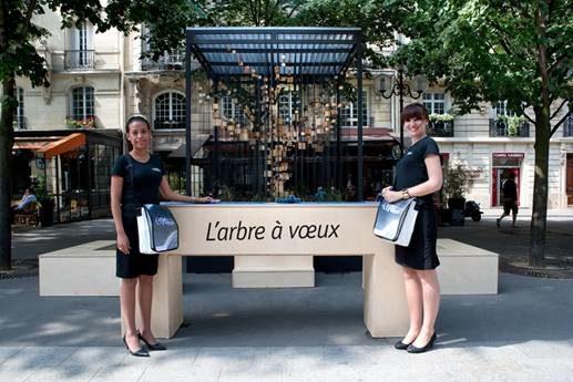 L'Arbre à Vœux prend ses quartiers parisiens