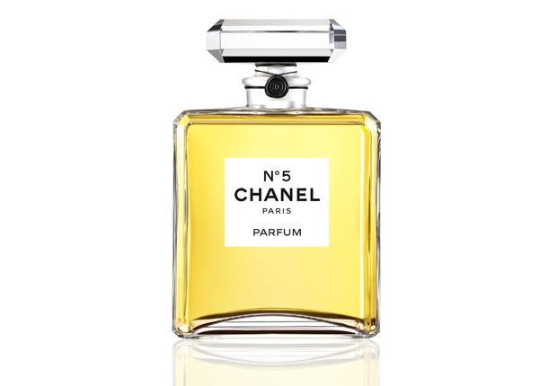 Intemporelle Chanel : le n°5 a 90 ans