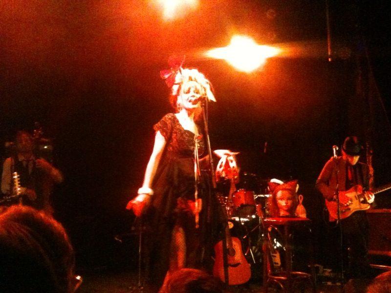Live Report : Nadeah fait danser un Divan du Monde rempli à craquer (04/05/2011)