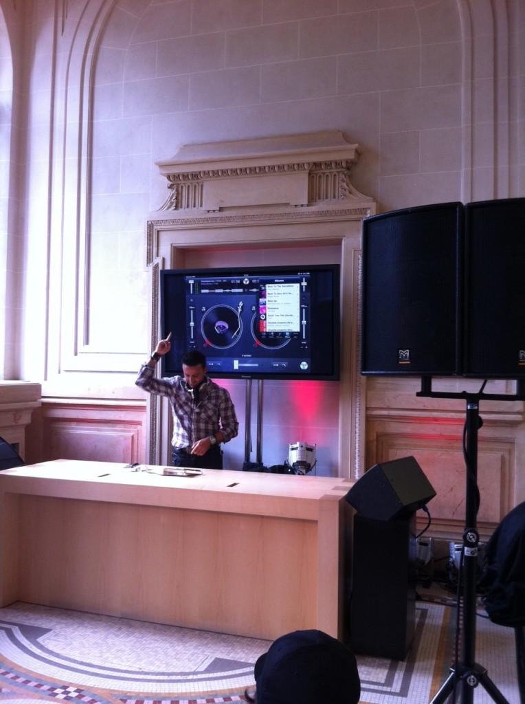 Live Report: Dim Chris mixe sur un iPad 2 à l'Apple Store