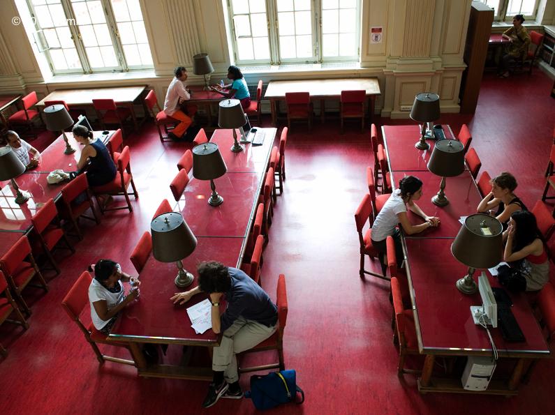 Fanny de Chaillé installe sa Bibliothèque vivante au Collège des Bernardins