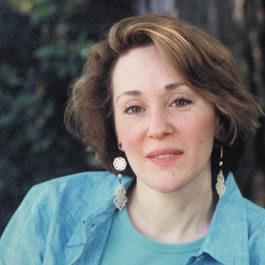 La nuit n'éclaire pas tout : enquête d'un vieil écrivain et d'une jeune-fille à travers l'Europe
