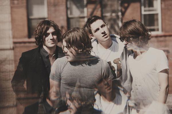 Arctic Monkeys livrent un nouveau clip félin