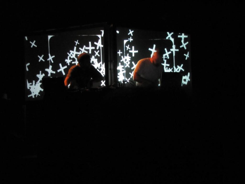 Live Report: Déconstruction musicale avec Perrine en Morceaux et Liléa Narrative au Festival Rhizomes le 7/07/2011