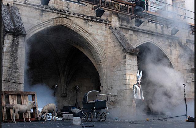 «Au moins j'aurai laissé un beau cadavre», Vincent Macaigne retourne le cloître des Carmes au festival d'Avignon