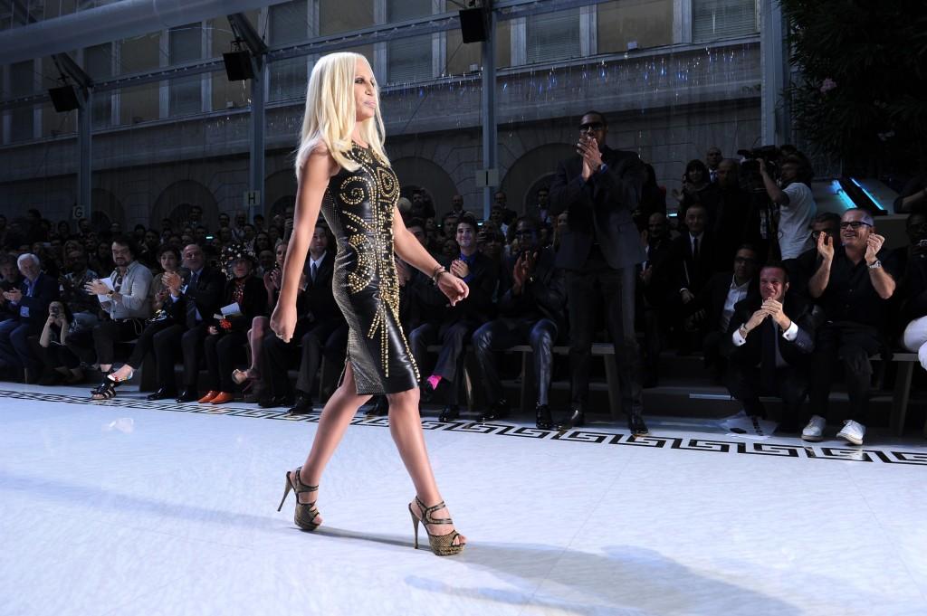 Donatella Versace chez H&M en novembre