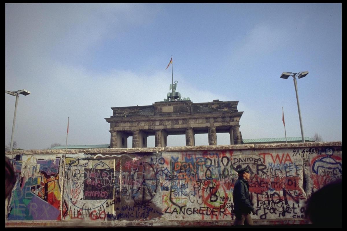 les 25 ans de la chute du mur de berlin toutelacultureles 25 ans de la chute du mur de berlin. Black Bedroom Furniture Sets. Home Design Ideas