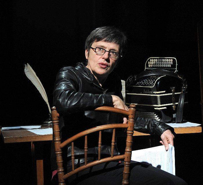 <em></noscript>Pieds nus traverser mon coeur </em>, Michèle Guigon transperce le vôtre au Lucernaire