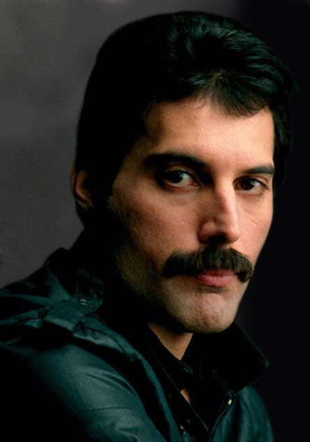 Sacha Baron Cohen devient Freddie Mercury