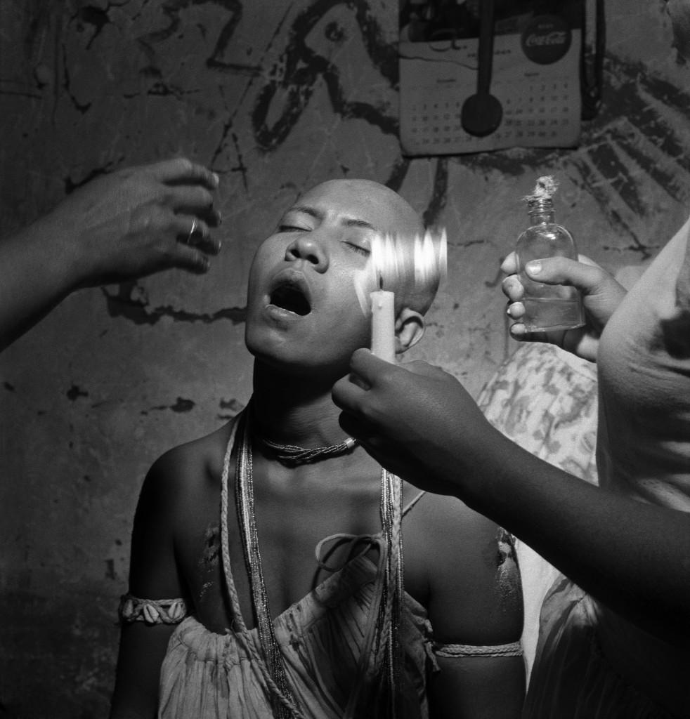 La violence cultuelle de José Medeiros se devine à la Maison Européenne de la Photographie