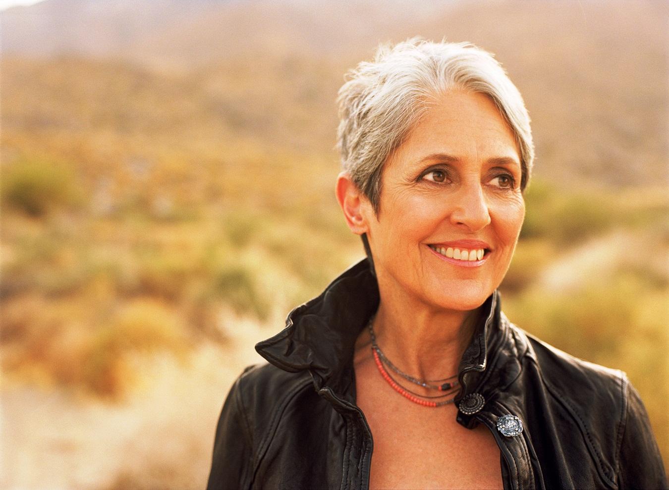 Live-report : Joan Baez, la reine du folk enchante à nouveau le public du Grand Rex (11/10/2011)