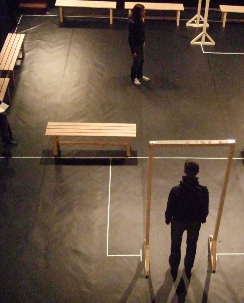 Noir et Humide, un théâtre de l'imaginaire qui chatouille l'enfance adulte.