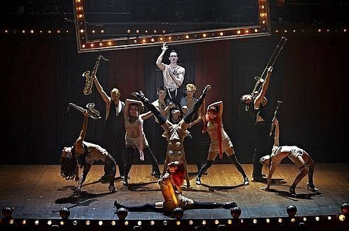 Cabaret : le mythique musical de Broadway version glam-rock au Théâtre Marigny