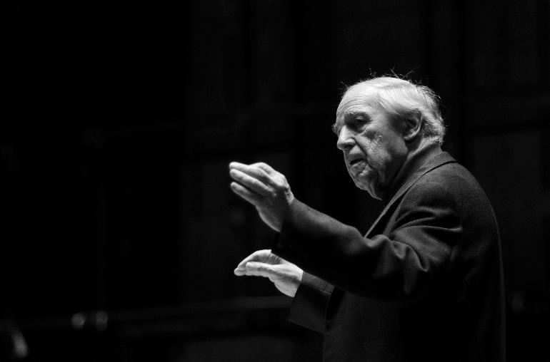 Pierre Boulez dirigera l'Orchestre de Paris sous la Pyramide du Louvre, concert gratuit