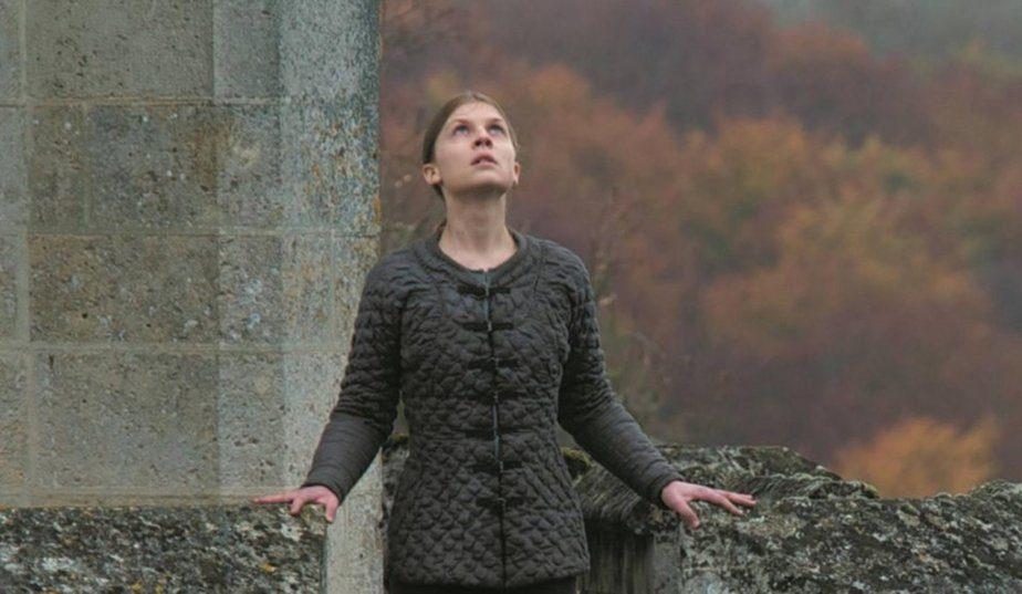 Clémence Poesy est Jeanne captive