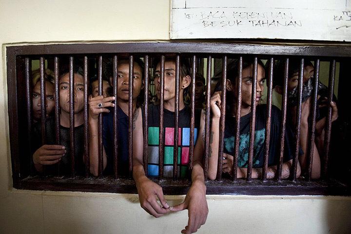 Des Punks arrêtés lors d'un concert et placés en rééducation en Indonésie