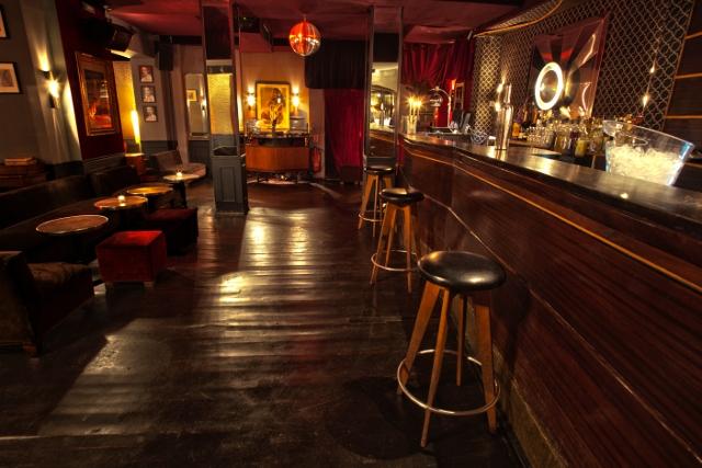 le chacha club un bar avec fumoir toutelaculturele chacha club un bar avec fumoir. Black Bedroom Furniture Sets. Home Design Ideas