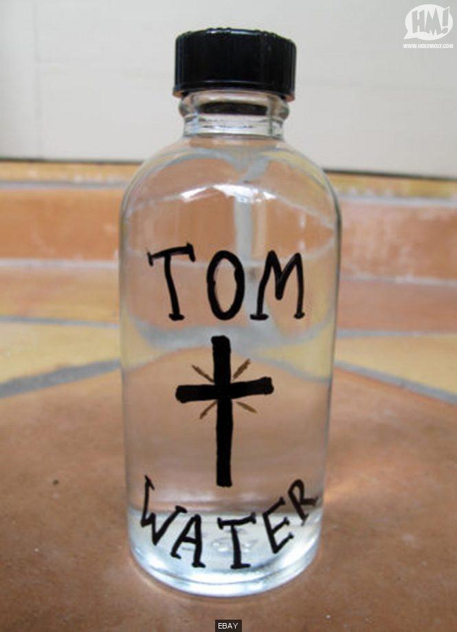 Une bouteille d'eau pleine d'essences de Tom Cruise