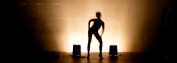 Le corps à corps à nu du spectacle vivant