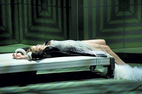 Stanislas Nordey fera entrer Emmanuelle Beart dans la cour d'Honneur 2013
