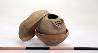 Un véritable trésor libéré d'un vase cananéen après 3000 ans d'enfouissement