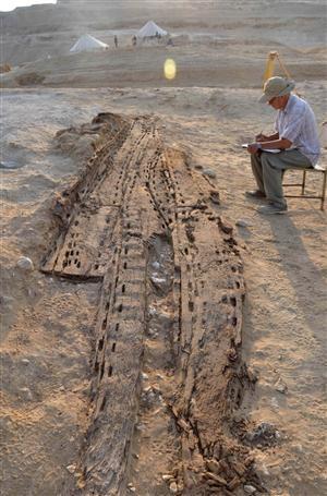 Une barque funéraire vieille de 5000 ans mise au jour en Egypte