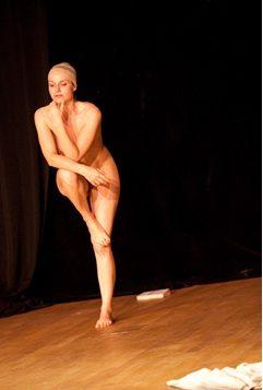 La nudité au théâtre : retour aux origines