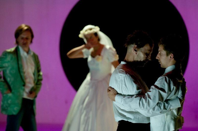 La vie dans les plis au Théâtre des Amandiers : et le surréalisme est théâtre