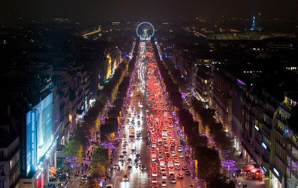 Diane Kruger illumine les Champs-Elysées