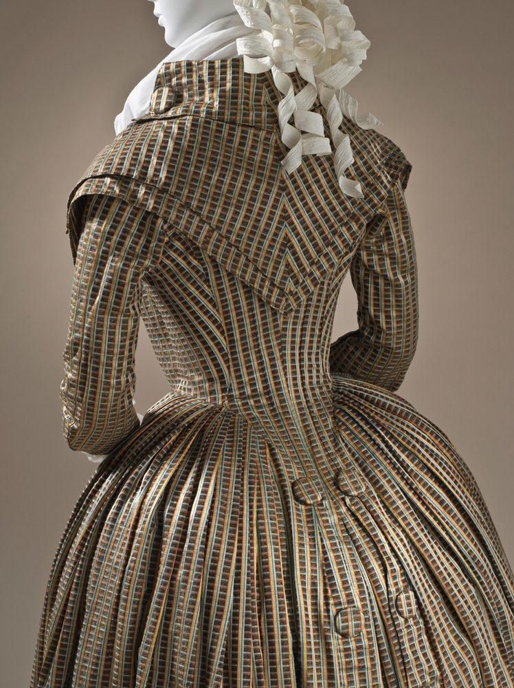 Deux siècles de mode décortiqués au musée des Arts Décoratifs. Une balade rafraîchissante et didactique.