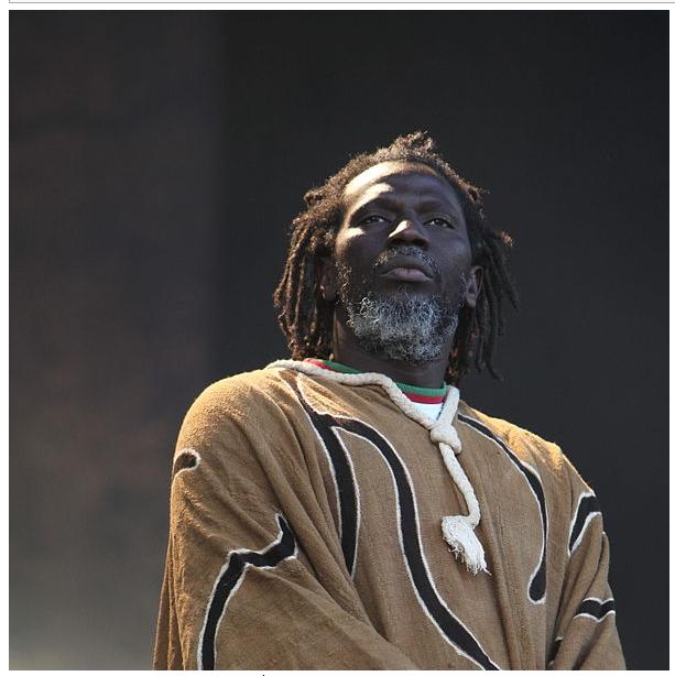 Tiken Jah Fakoly prête sa voix au Mali