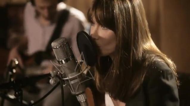 Carla Bruni, un premier extrait nostalgique et bobo : chez Keith et Anita