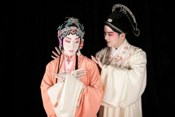 Le Pavillon des pivoines au Théâtre du Châtelet : une occasion rare de découvrir le théâtre Kunku