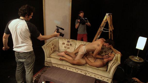 Interior. Leather Bar. James Franco filme son nombril en se référant à William Friedkin
