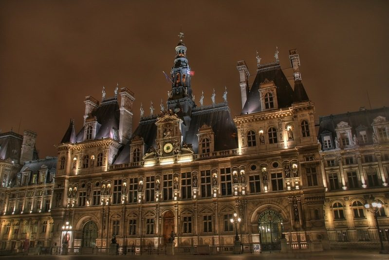 La place de l'Hôtel de Ville devient L'esplanade de la Libération