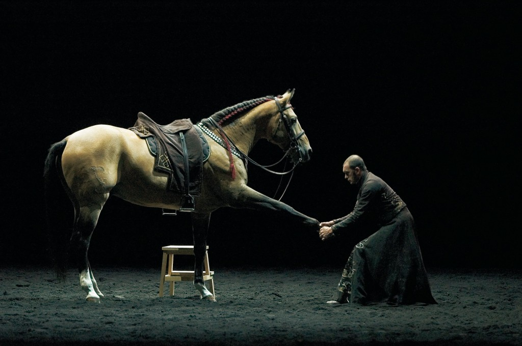 Carolyn Carlson et Bartabas dansent avec les chevaux
